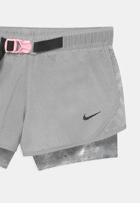 Nike Performance - DRY TEMPO  - Krótkie spodenki sportowe - smoke grey/black/arctic punch - 2