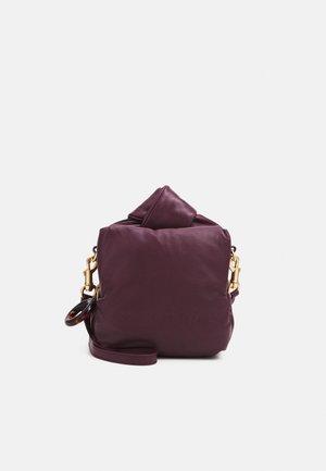 TILLY SMALL CAMERA - Taška spříčným popruhem - obscure purple