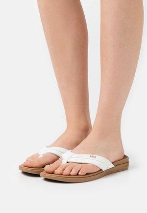 ORTHO COAST - Sandály s odděleným palcem - tan/white