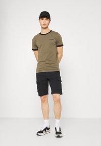 Matinique - CARGO - Shorts - dark navy - 1