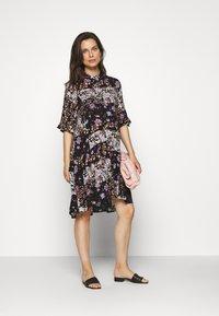 Pieces Maternity - PCMBECCA DRESS - Vestido camisero - black/purple - 1