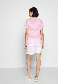 Tommy Hilfiger - VIKKI ROUND - Jednoduché triko - breton/frosted pink - 2