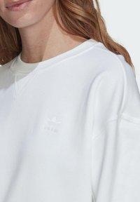 adidas Originals - ADICOLOR 3D TREFOIL OVERSIZE SWEATSHIRT - Sweatshirt - white - 3