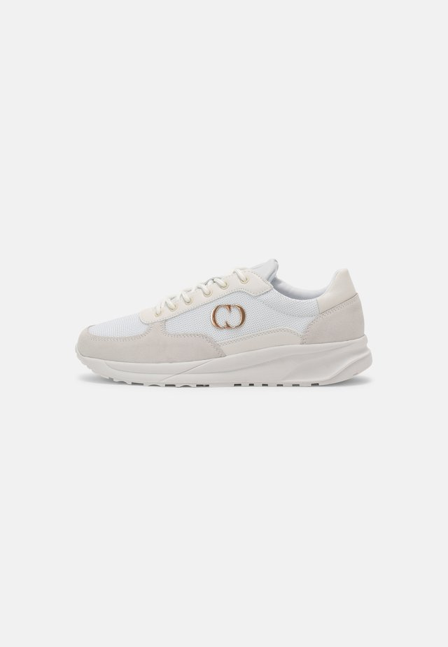 CHASE TRAINER - Sneakers laag - white