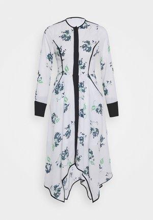 COLLARLESS DRESS - Košilové šaty - crisantemo white