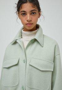 PULL&BEAR - Halflange jas - green - 3