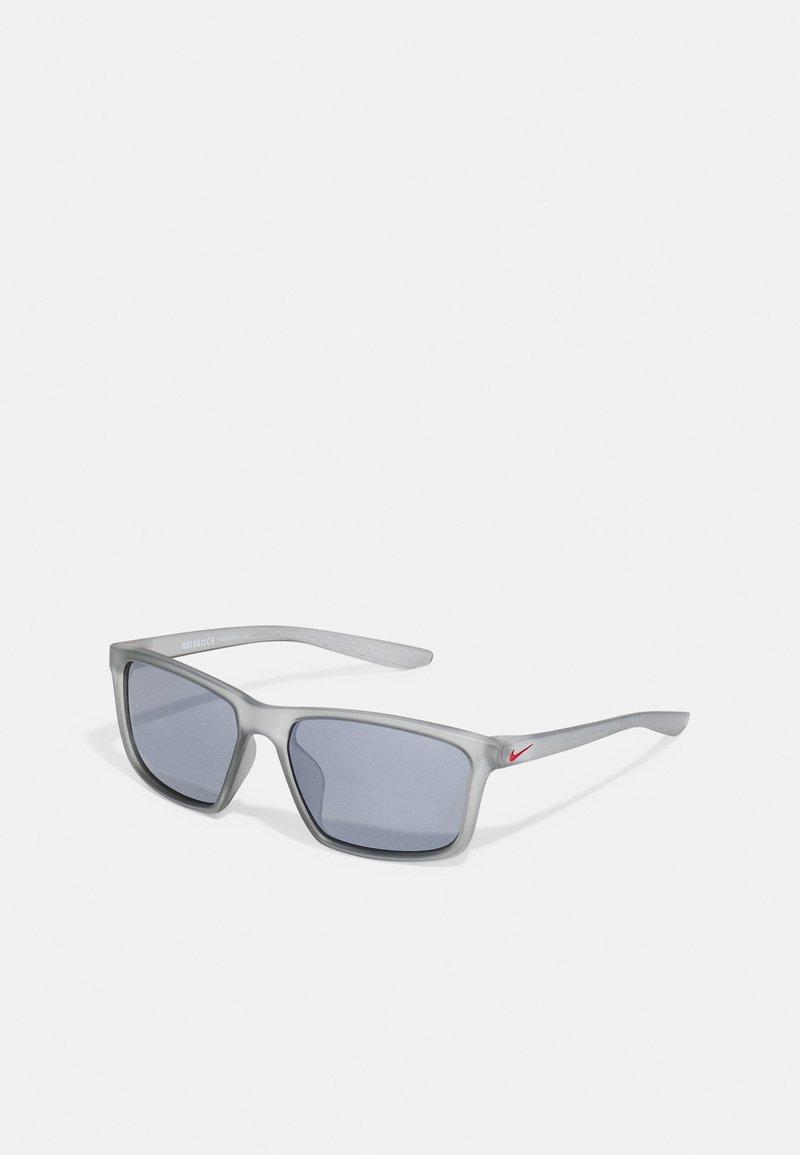 Nike Sportswear - VALIANT UNISEX - Sunglasses - wolf gray/uni red/silver-coloured