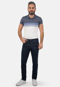 Brühl - MIT SPEZIAL-SCHMIRGEL - Slim fit jeans - marine - 0