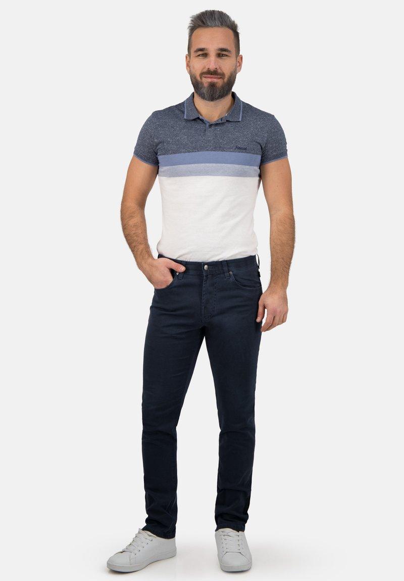 Brühl - MIT SPEZIAL-SCHMIRGEL - Slim fit jeans - marine