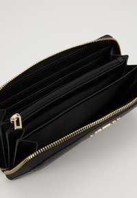 Guess - ALBY SLG LARGE ZIP AROUND - Wallet - black - 5