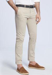VISTULA - Spodnie materiałowe - beige - 0