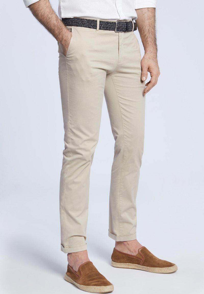 VISTULA - Spodnie materiałowe - beige