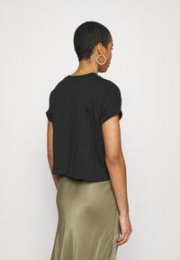 Calvin Klein Jeans - TONAL MONOGRAM TEE - Camiseta estampada - black - 2