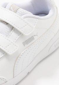 Puma - STEPFLEEX 2 UNISEX - Sports shoes - white - 2