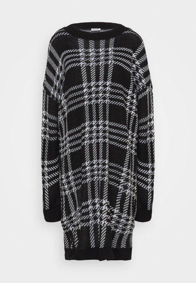 Stickad klänning - black/white