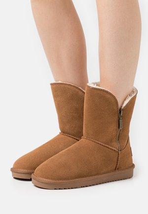 LUNA ZIP BOOTIE - Classic ankle boots - caramel