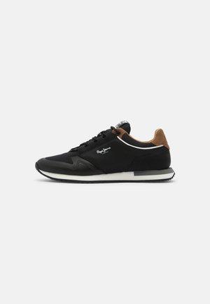 TOUR URBAN - Sneakers - black