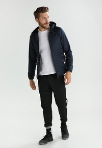 Jack & Jones - JCOMULTI QUILTED JACKET - Outdoorjacke - dark blue - 1