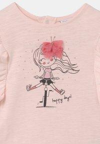 OVS - T-shirts print - pearl - 2