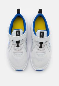 Nike Performance - DOWNSHIFTER 10 UNISEX - Neutral running shoes - photon dust/game royal/speed yellow - 3