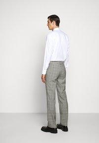 HUGO - Oblekové kalhoty - silver - 2