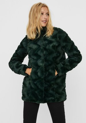 Winter coat - pine grove