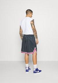 Karl Kani - SMALL SIGNATURE - Shorts - navy - 2