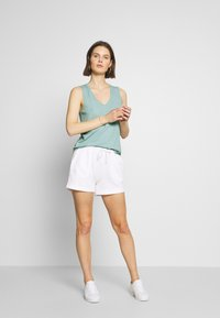 Marc O'Polo - V NECK SOLID - Top - misty spearmint - 1