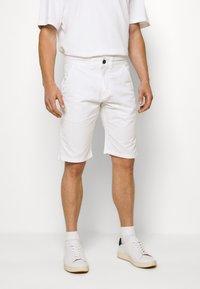 INDICODE JEANS - EXCLUSIVE STELLAN 2 PACK - Shorts - kakhi/offwhite - 3