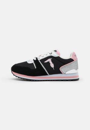 BERBERIS MIX GLITTER - Tenisky - black/pink