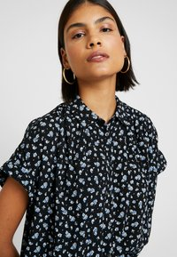 Madewell - CENTRAL DRAPEY FLORAL - Button-down blouse - true black - 3