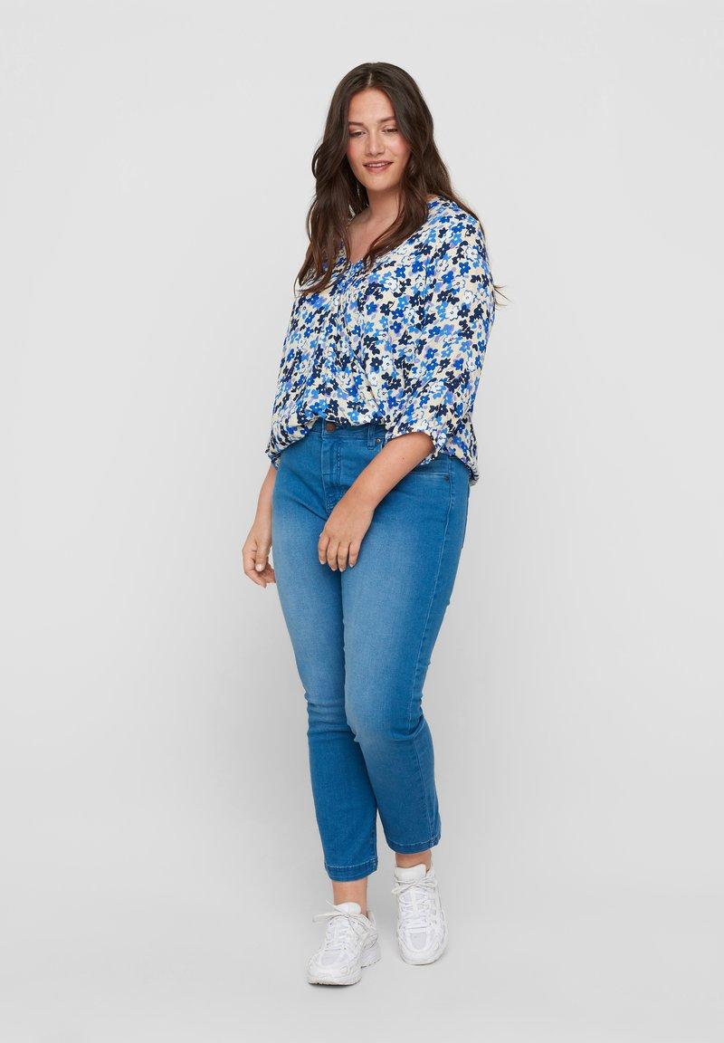 Zizzi - Slim fit jeans - light blue