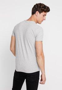 GANT - ORIGINAL SLIM V NECK - T-shirt - bas - light grey melange - 2