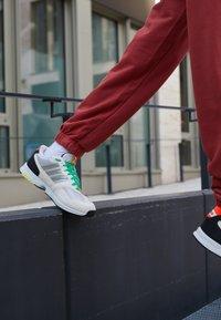 adidas Originals - ZX 1000 UNISEX - Trainers - chalk white/crystal white/pulse aqua - 2