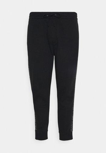 SHADOW LOGO TAPE PANT - Verryttelyhousut - black