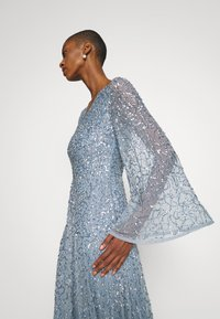 Maya Deluxe - LONG BELL SLEEVE ALL OVER DRESS WITH CUT OUT BACK - Gallakjole - dusty blue - 3