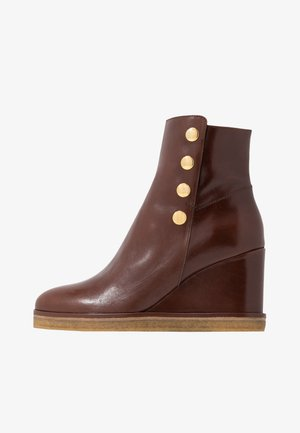 Kotníková obuv - nut