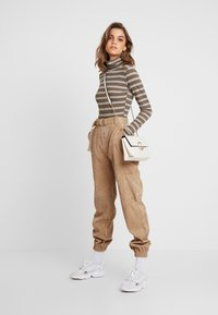 Missguided - PURPOSEFUL STRIPED TURTLE NECK BODYSUIT - Topper langermet - khaki - 1