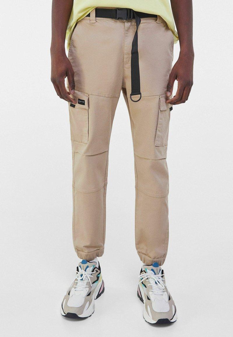 Bershka - Cargo trousers - camel