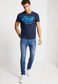 Petrol Industries - T-shirt con stampa - deep capri - 1