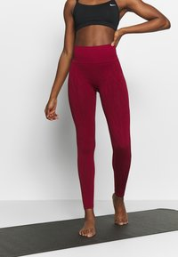 Casall - SEAMLESS LEO  - Medias - moving red - 0