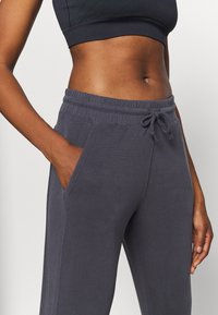 Free People - BACK INTO IT  - Tracksuit bottoms - black - 4