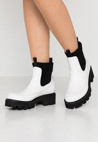 Ilse Jacobsen - MILEY - Kotníkové boty na platformě - white sugar - 0