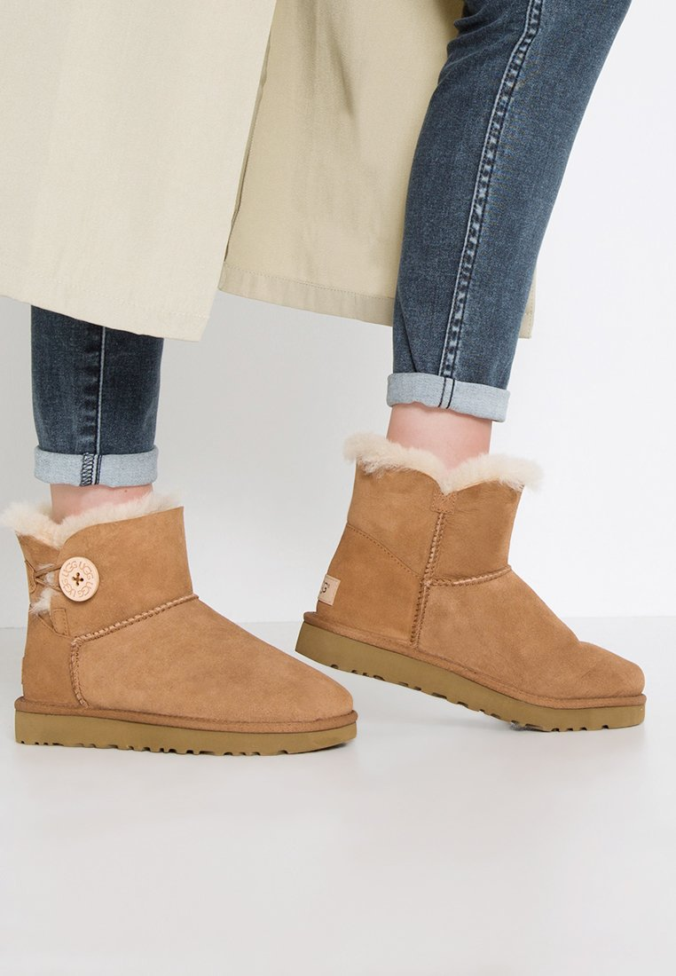 UGG - BAILEY - Botki - chestnut