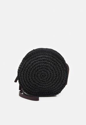 CIRCLE - Skulderveske - black
