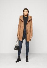 ONLY Petite - ONLNEWSEDONA COAT - Classic coat - toasted coconut melange - 1