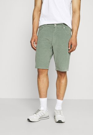 CORDUROY SHORTS - Kraťasy - wreath green