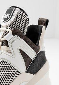 MICHAEL Michael Kors - OLYMPIA TRAINER - Sneakersy niskie - black/optic white - 2