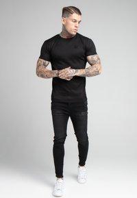 SIKSILK - FINE GYM TEE - T-shirt - bas - black - 1