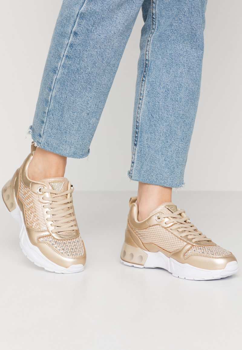 Guess - TANDEY - Joggesko - gold